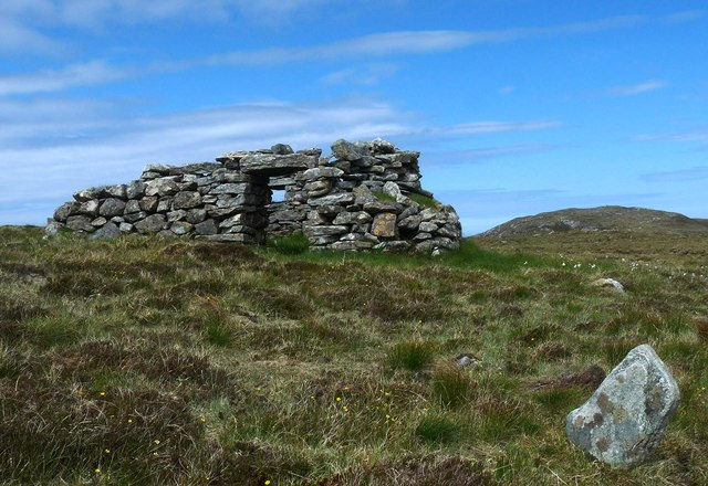 Shieling hut and standing stone, Beinn Feusag, Isle of Lewis