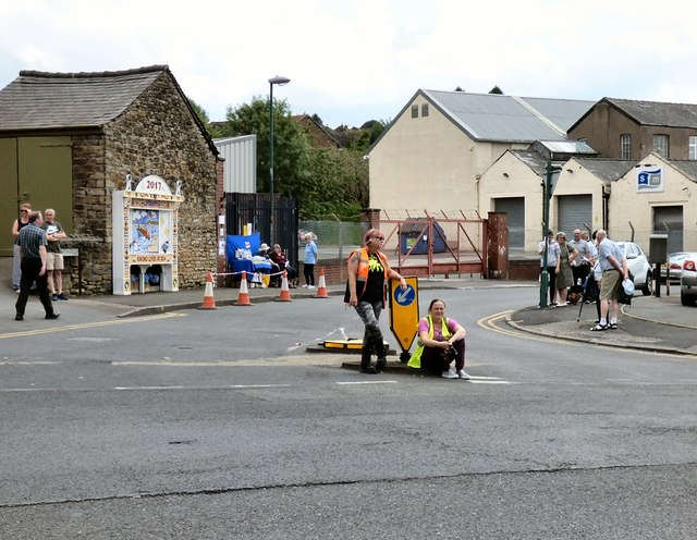 Gee Cross Well Dressing 2017: Wych Fold traffic control