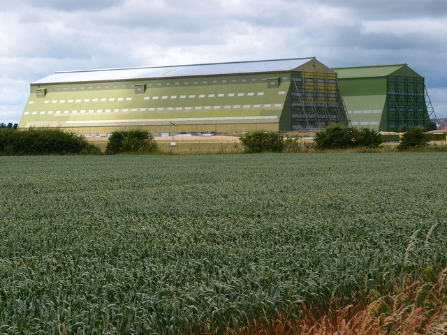 Across the wheat field to the Cardington sheds