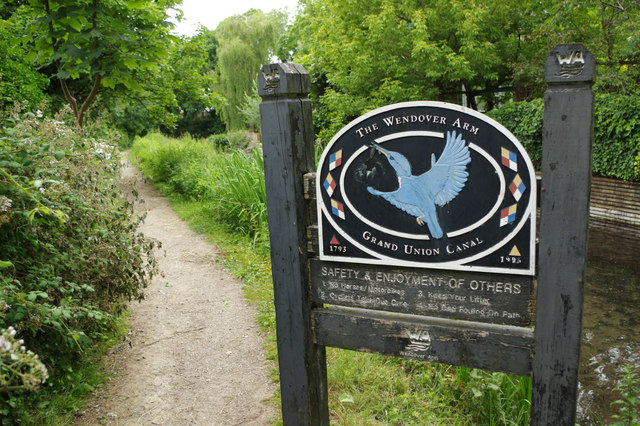 The Wendover Arm - towpath and sign