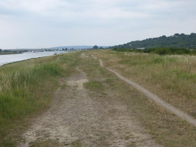 Path alongside Hadleigh Ray