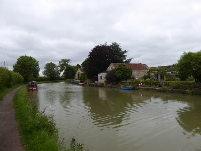 Kennet and Avon Canal, NCN4, Staverton