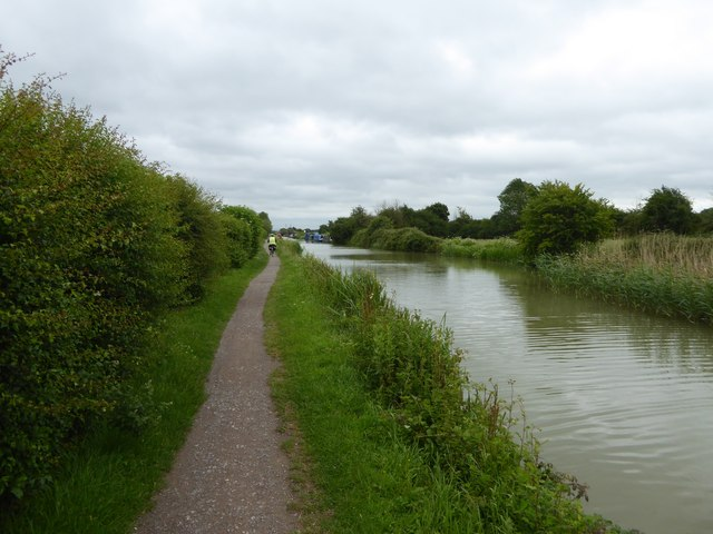 Kennet and Avon Canal, NCN4, north of Staverton