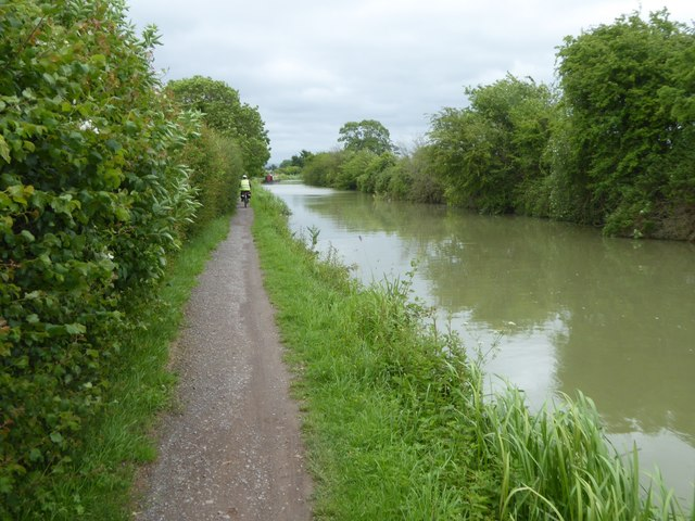 NCN4 beside Kennet and Avon Canal