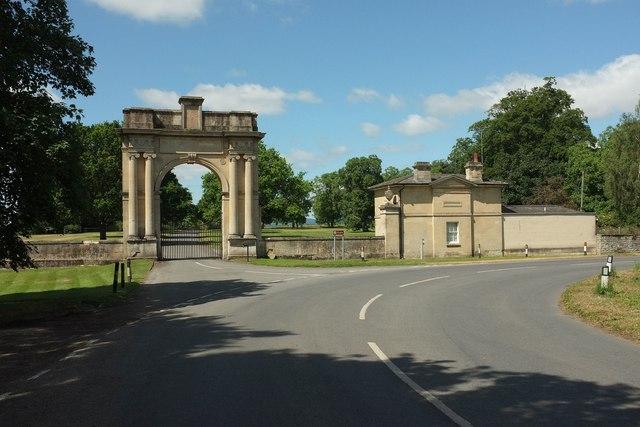 London lodge and gateway, Croome