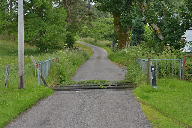 Cattle grid near Strontoiller