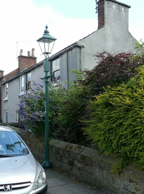 Gas lamp and wall, Long Row railway bridge