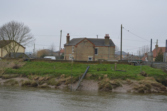 House near Salters Lodge Sluice