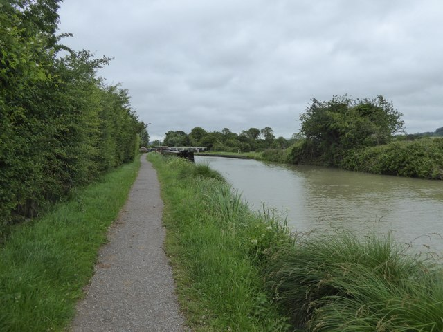 Swing bridge over canal south of Bowerhill
