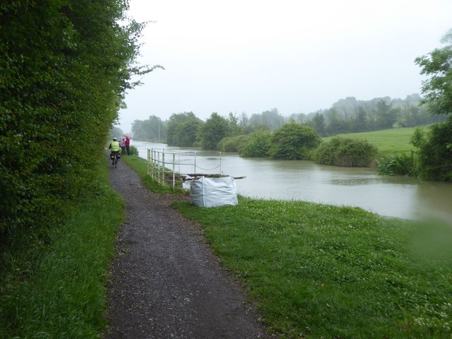 Canal and towpath in the rain, near Bollands Hill