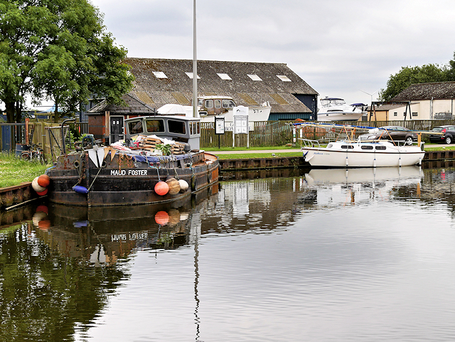 Barge on the Aire and Calder Navigation
