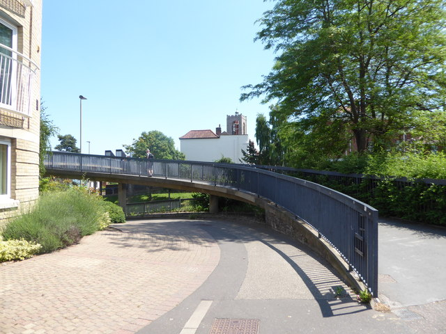 Start of the footbridge over Grapes Hill