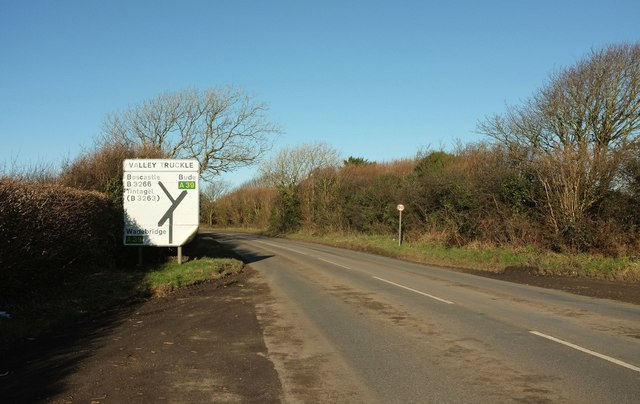 B3266 approaching Valley Truckle