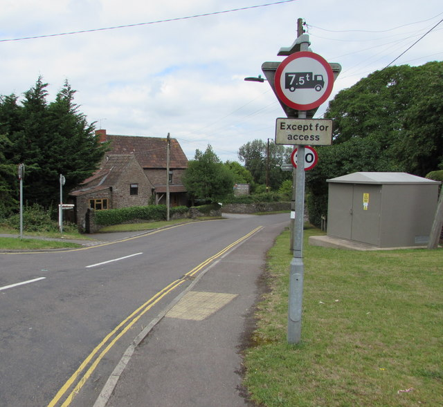 Weight restriction sign, Nibley Lane, Nibley, South Gloucestershire