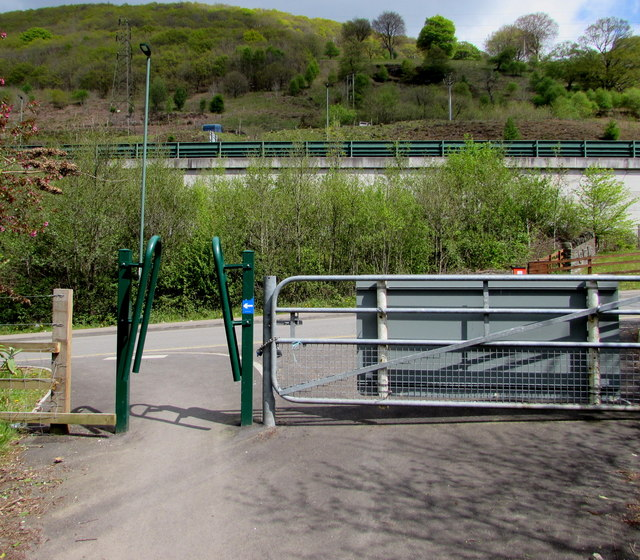 Inwardly-sloping barrier across cycle route 466, Cwm