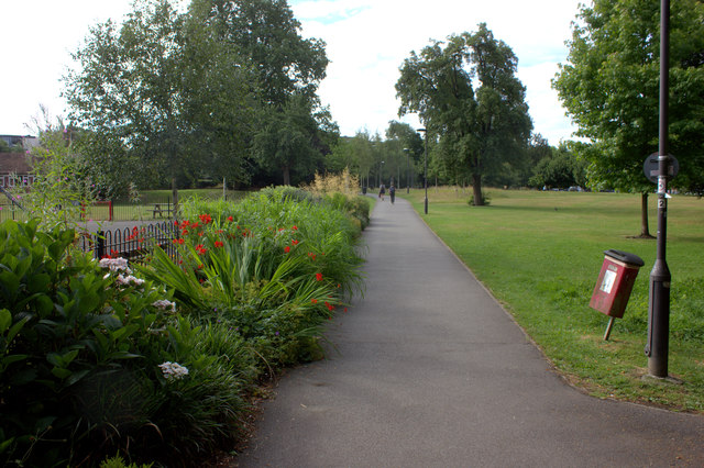 Path to Leatherhead town centre from the railway station