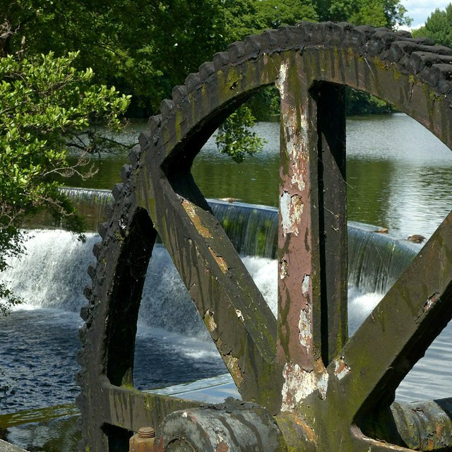 Gear and weir