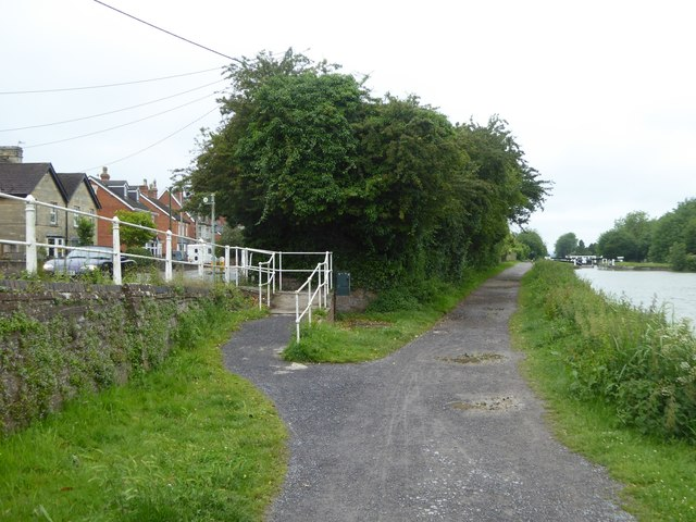 Slope from canal towpath to Bath Road, Devizes