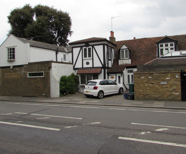 Anne Boleyn Cottage, Hampton Court Road, East Molesey