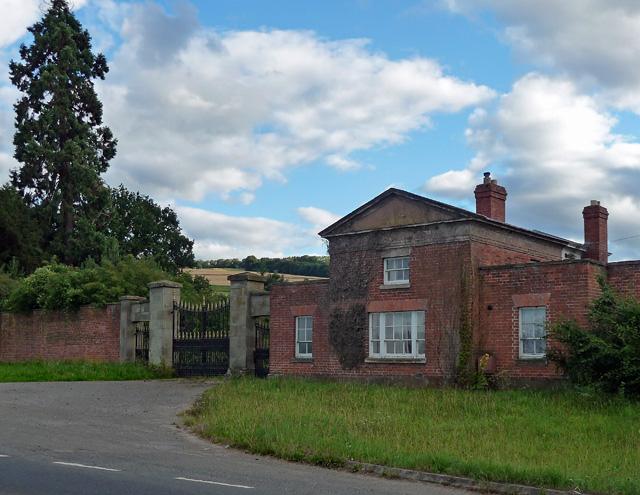 Lodge and gates near Stoke Edith