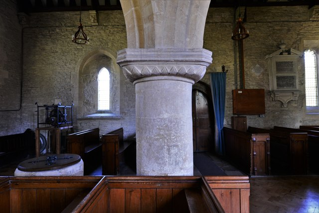 Asthall, St. Nicholas' Church: C1200 Transitional arcade capital