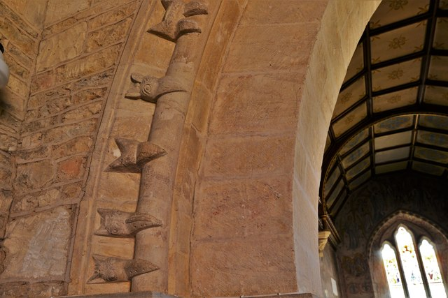 Asthall, St. Nicholas' Church: Single row of beakheads on the chancel arch 1