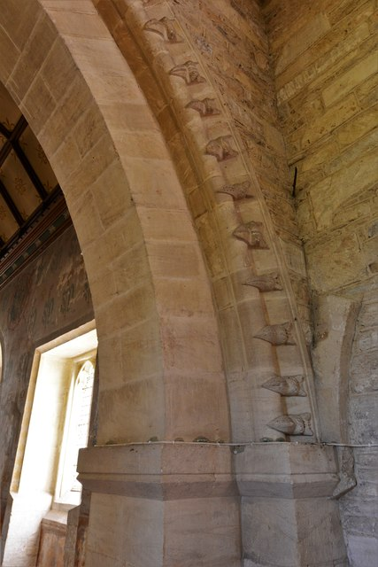Asthall, St. Nicholas' Church: Single row of beakheads on the chancel arch 2