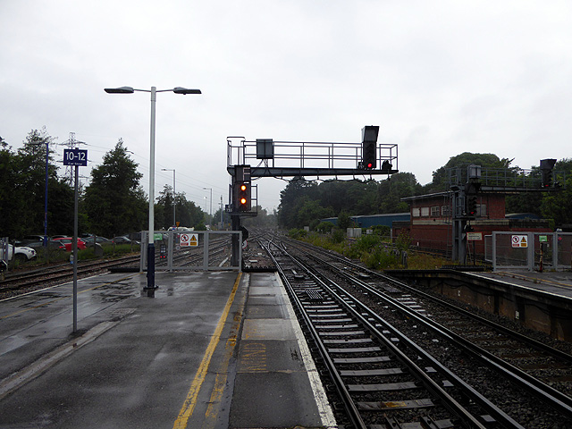 Looking west from the end of the platform at Southampton