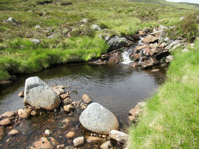 Pair of boulders in Allt Luaidhe above Speyside
