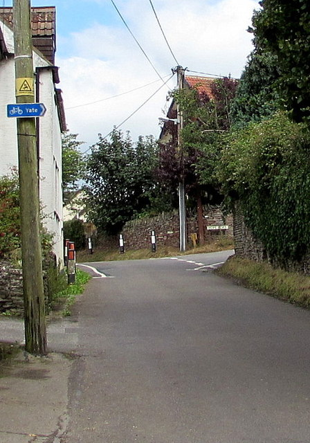 Yate cycle route direction sign, Nibley Lane, Nibley, South Gloucestershire