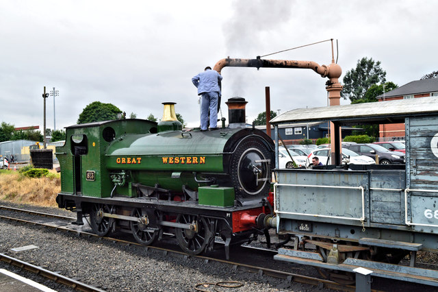 GWR 813 taking on water