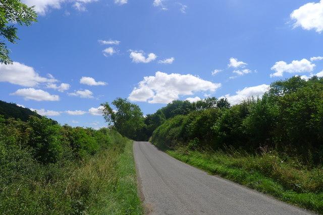Holywell Road approaching Pillowsyke Holt