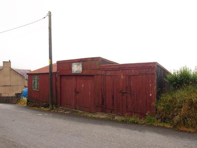 Old Garage, Llithfaen