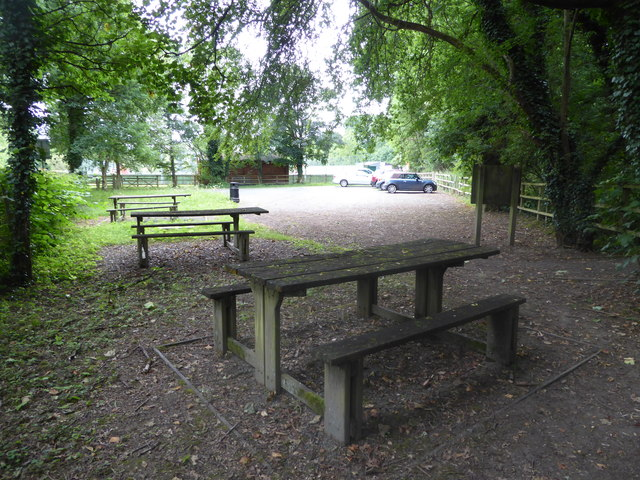 Car park and picnic tables in Berriew below the canal aqueduct