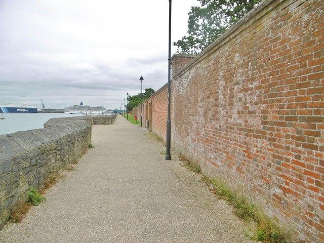 Marchwood, wall