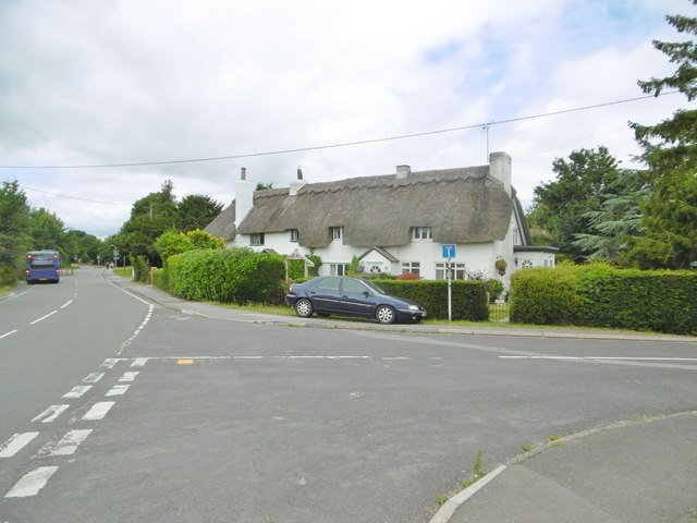 Marchwood, thatched cottages