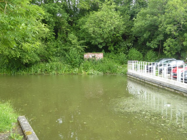 Pillbox by canal at Avoncliff