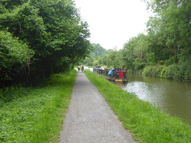Canal and towpath west of Avoncliff