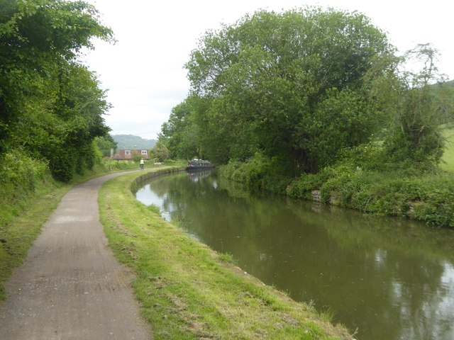 Canal towpath south of Conkwell Wood