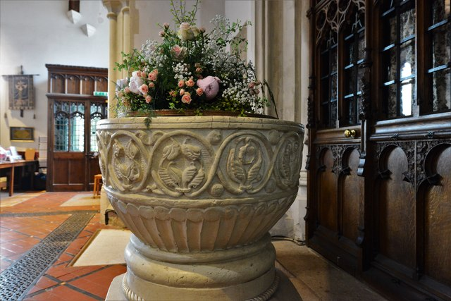 Chenies, St. Michael's Church: The c12th Aylesbury style Norman font 1