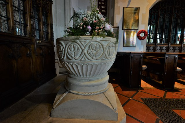 Chenies, St. Michael's Church: The c12th Aylesbury style Norman font 2