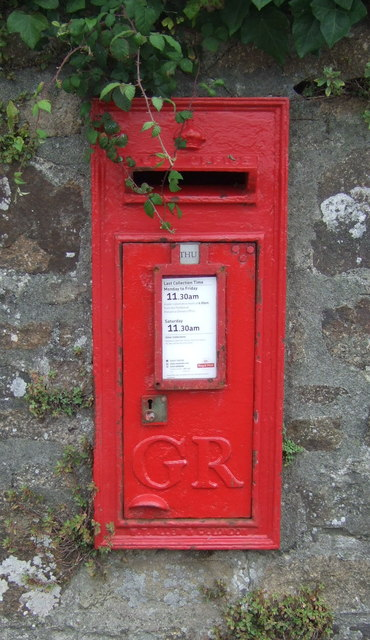George V postbox on West End, Marazion