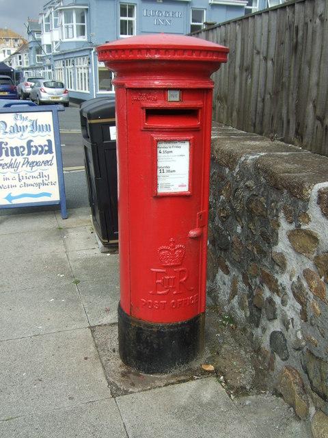 Elizabeth II postbox on Western Promenade Road, Penzance