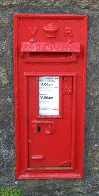 Victorian postbox on the A30, Crows-an-wra