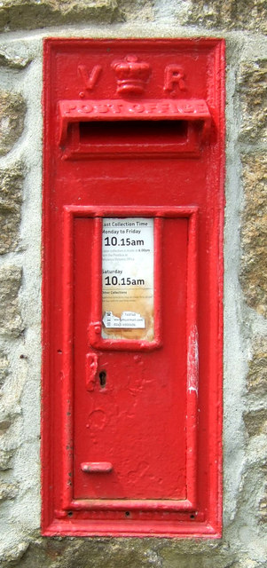Victorian postbox on Long Lane