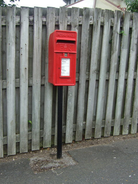 Elizabeth II postbox on Trelissick Fields, Hayle