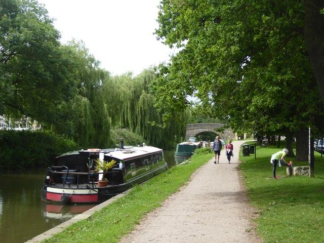 Canal towpath at Bathampton