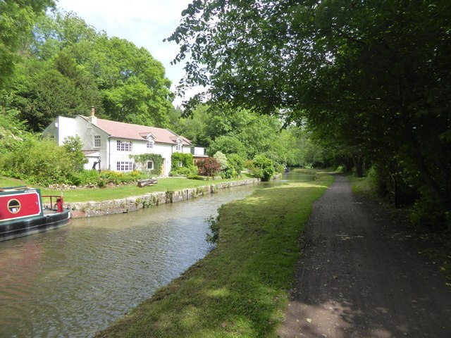 Muirhill Wharf on Kennet and Avon canal