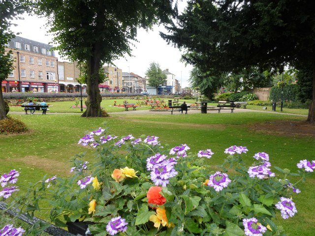 St Peter's Church Gardens, Wisbech - Waiting for the drinkers to arrive
