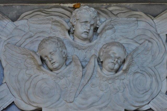 Quainton, Holy Cross and St. Mary Church: Sir Richard Pigott memorial (d.1685); cherubs